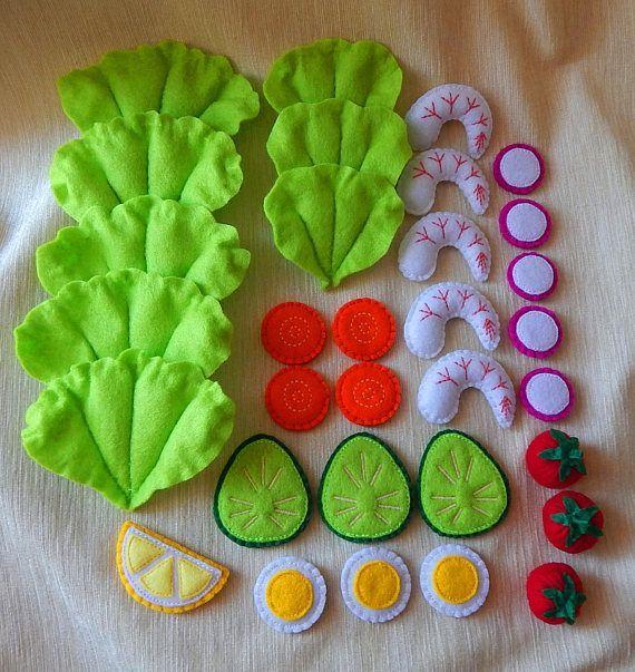 Salat mit Garnelen aus Filz. Spielzeug Kochen Satz. Restaurant zu spielen. Filz-Salat. Filz-Gemüse