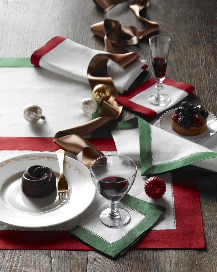 For a simply chic holiday table, our Emerald and Green Filetto table linens are key. Match with a solid Festival tablecloth for a spirited table setting.