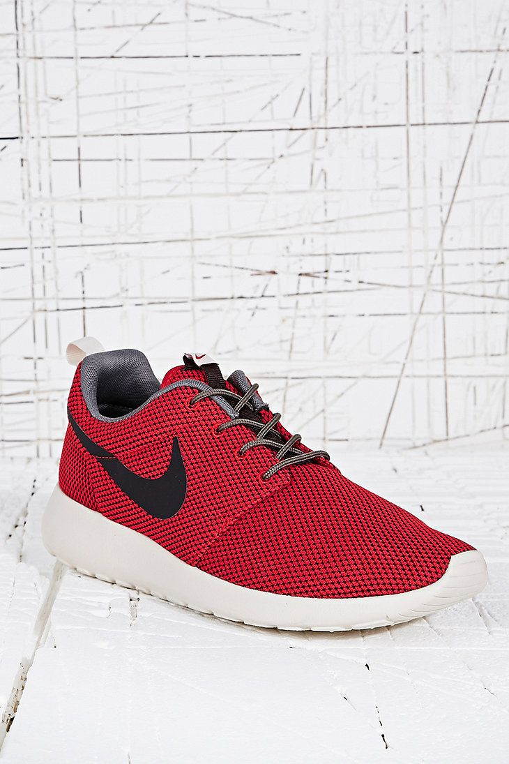 Nike Roshe Run Trainers in Red