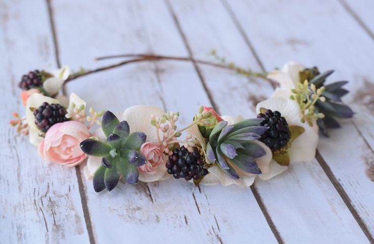 succulent hair wreath | 35 Most Creative Ideas for Succulents in Weddings | http://emmalinebride.com/modern/succulents-in-weddings/