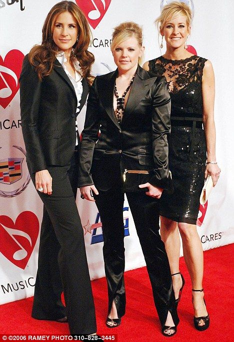 Ecstatic' Dixie Chicks' singer Emily Robison gives birth to fourth ...