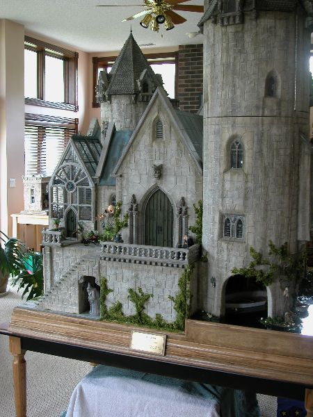Click to Close (jt-Front shot of the amazing 'Hogwarts (The Castle)' Take a good look at that beautiful greenhouse! click through to Magical Miniatures for more info and pics)