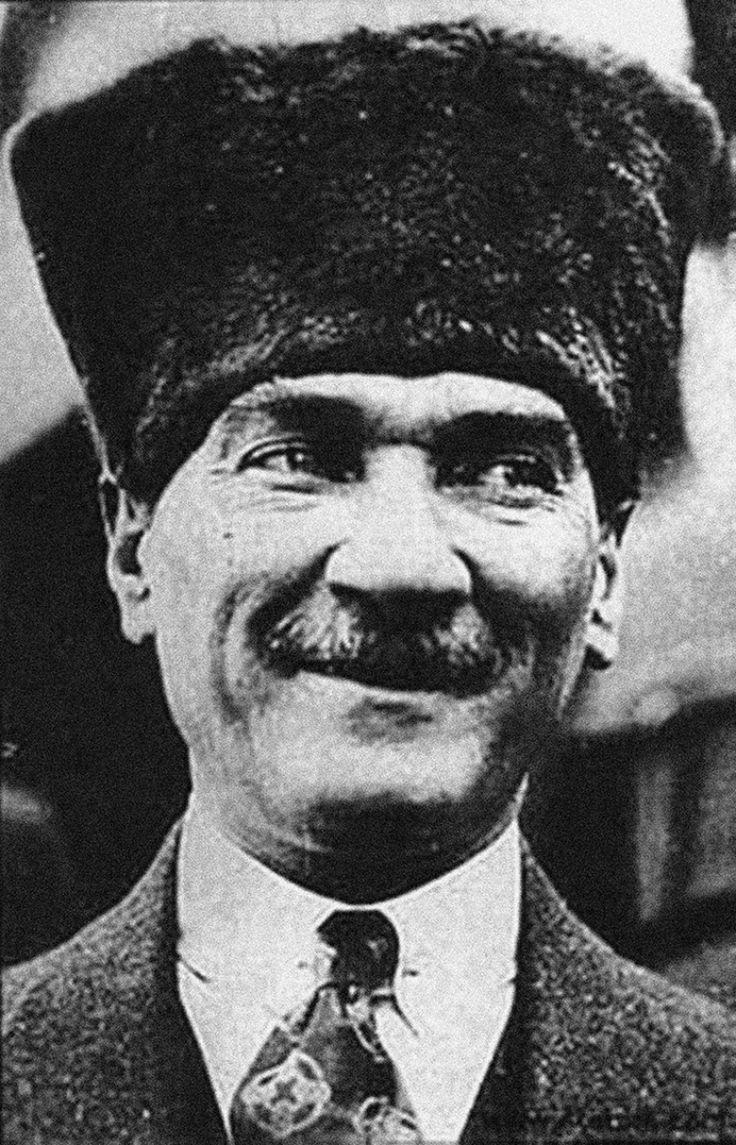 Mustafa Kemal Atatürk Gülümseme Portre Kanvas Tablo