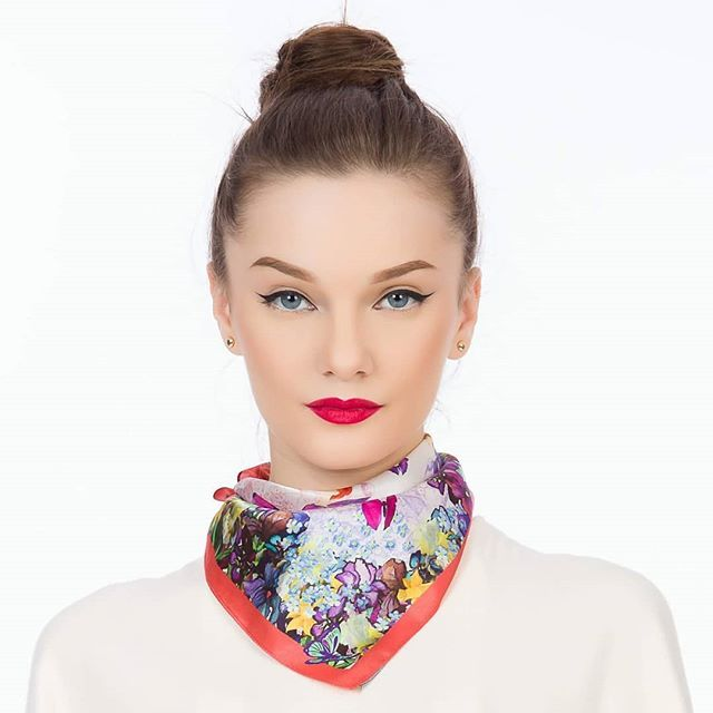 In love with Andrea Tincu silk scarves #andreatincu #silkscarves #mypassion #spring #newlook #newcollection #fashion #contemporarydesign #fashiondesigner