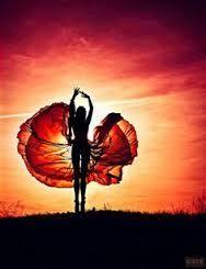 Dit licht creëert een hele warme omgeving, met een silhouette rond het lichaam van de vrouw.
