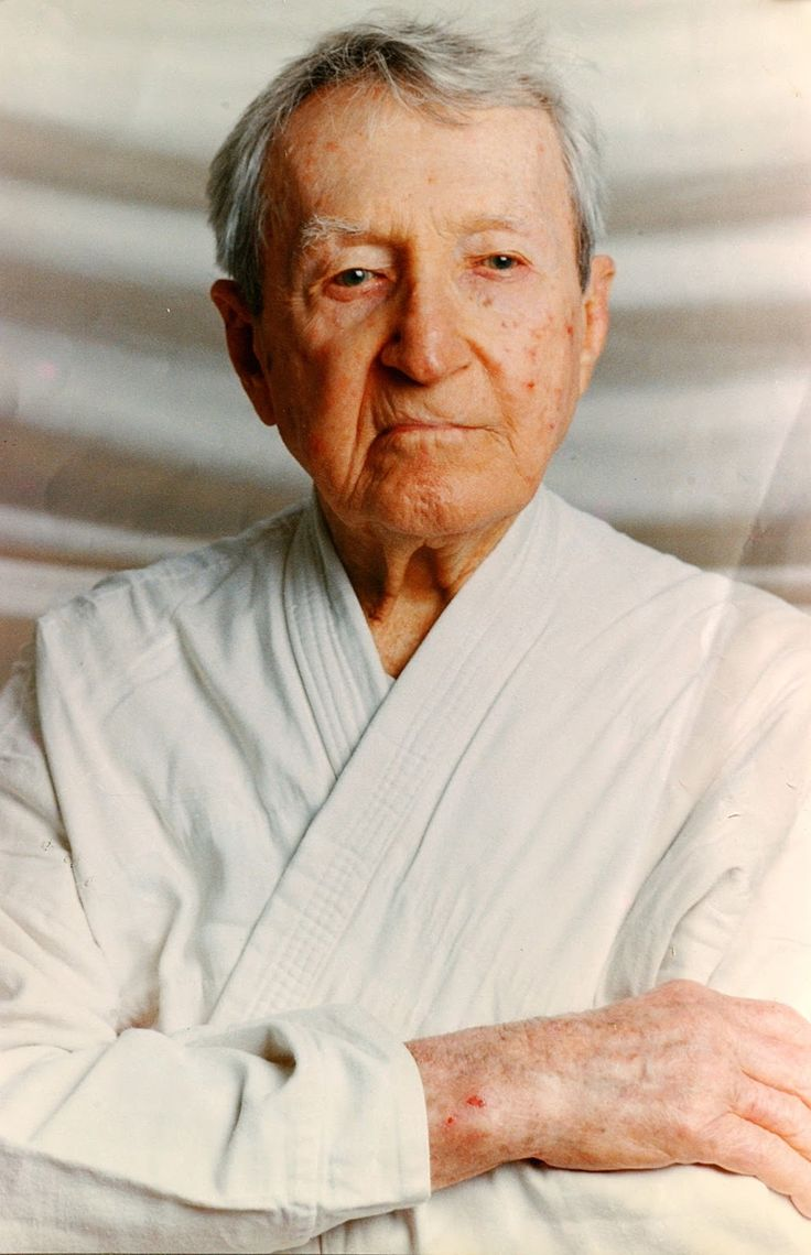 14 September birth date of the great master Carlos Gracie. Today 113 years, complete thanks great Master Carlos Gracie