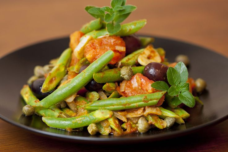 Green Beans, Tomato, Black Olives, Capers and Garlic. Very quick simple, healthy and delicious.