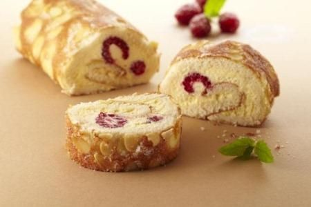 Rasberry and vanilla roll (Finnish)