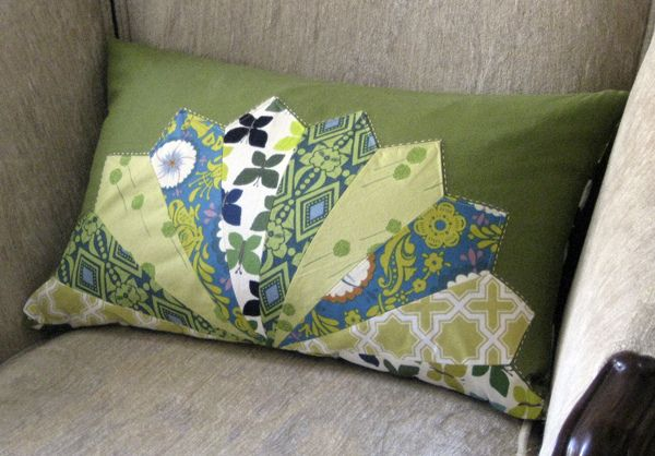 Love this half dresden pillow. Could be modern or traditional, depending on the fabric.