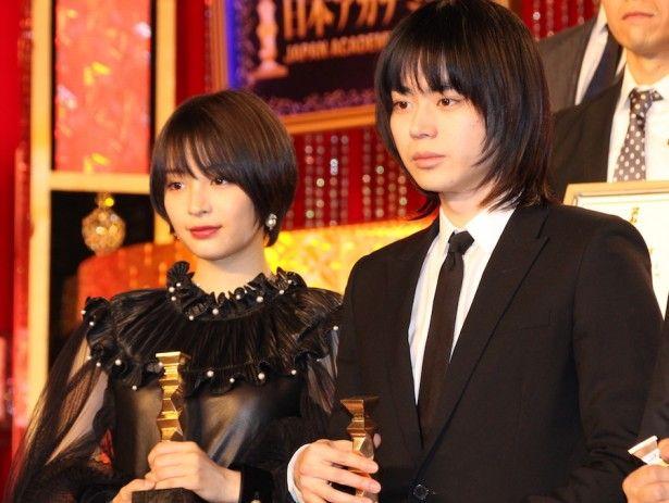 画像(37/37) 新垣結衣、前は清楚&後ろはセクシー!日本アカデミー賞 女優陣の華やかドレスをチェック | NewsWalker