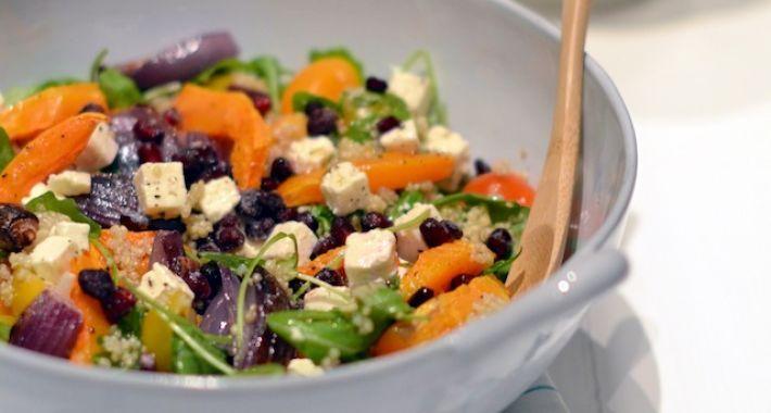 Een lekker en gezonde quinoa salade met geroosterde pompoen en feta.