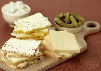 Käse ist eine der wichtigsten Zutaten beim Raclette.