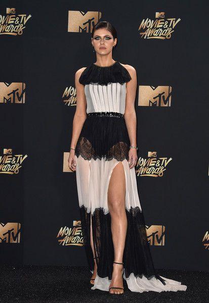 Alexandra Daddario in Philosophy di Lorenzo Serafini  Best Dressed from Red Carpet MTV Movie and TV Awards 2017