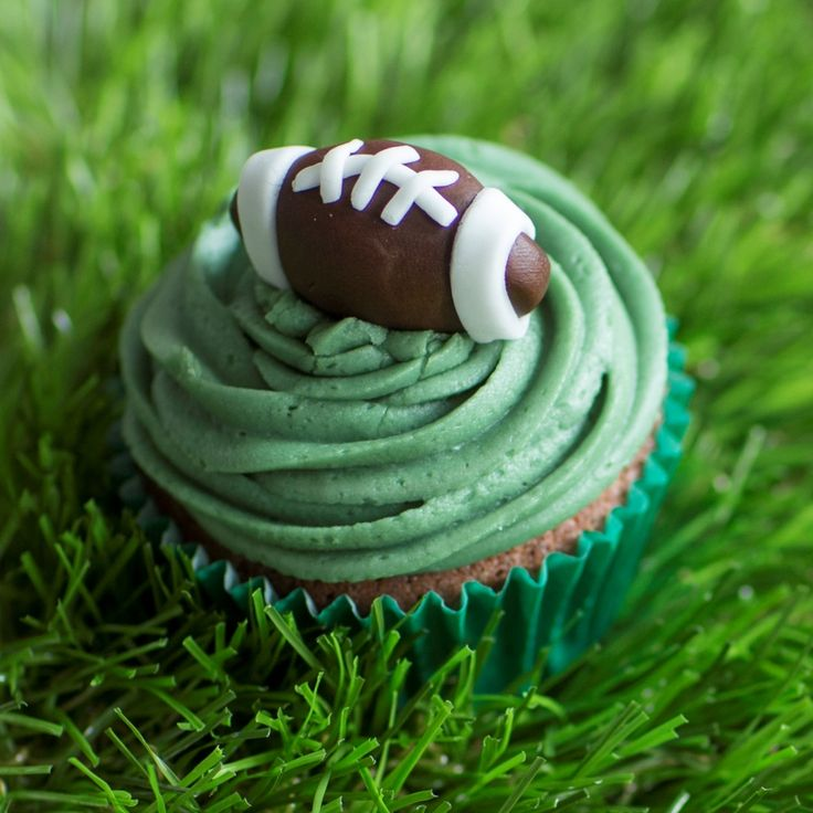 This rugby cupcakes recipe from BakingMad.com is great for the rugby fan in your life, and makes a great homemade gift for Father's day!