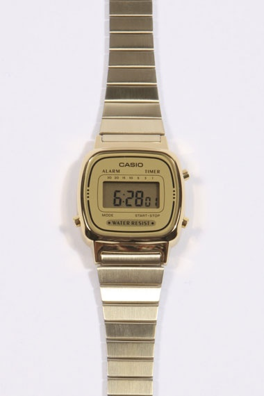 Casio Gold Face Watch, från Urban Outfitters