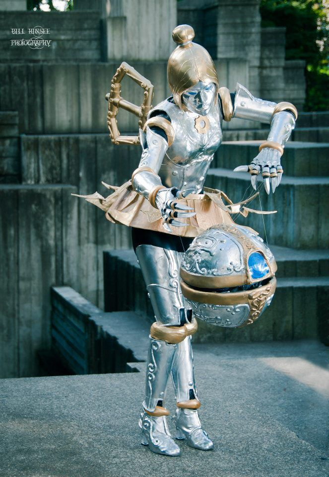 League of Legends cosplay, costume is amazing would love to get this good