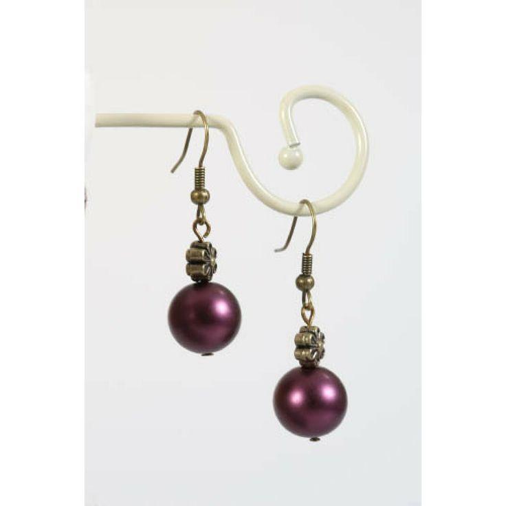 Paarse oorbellen met fijn bloemetje - http://www.onlinejuwelenkopen.be/paarse-oorbellen-met-bloem?search=paars&page=2