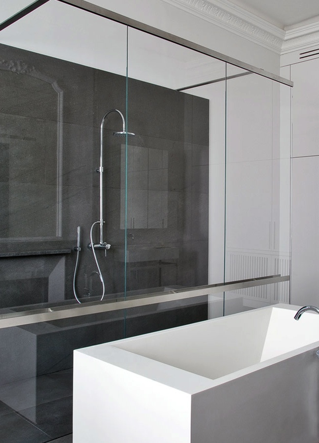 Classical apartment in Paris with a modern bathroom by Damien Langlois-Meurinne _