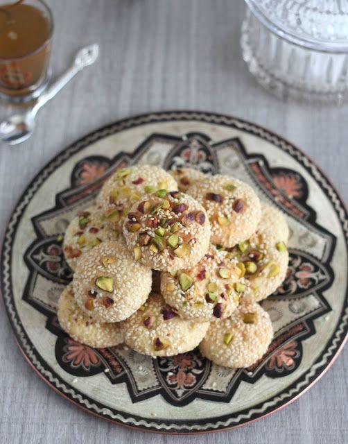 Syrian cookies with pistachio and sesame/ Délices d'Orient: Barazek: biscuits pistaches et graines de sésames (برازق) #sweets #recipe