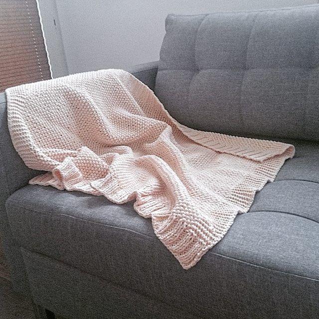Kocyk brzoskwiniowy o wymiarach 70x85 👶👣🍼❤ #motkovelove #kocyk #blanket #crochetblanket #instadziecko #instamatki #instalove #instababy #girl #forgirl #scandinavia #skandinavian #scandi #scandinaviandesign #scandinavianstyle #scandibaby #forbaby
