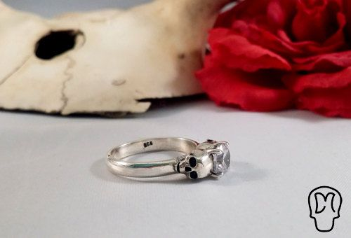 Sterling Silver Skull Ring Memento Mori Bright Stone by DMJewels, €99.00