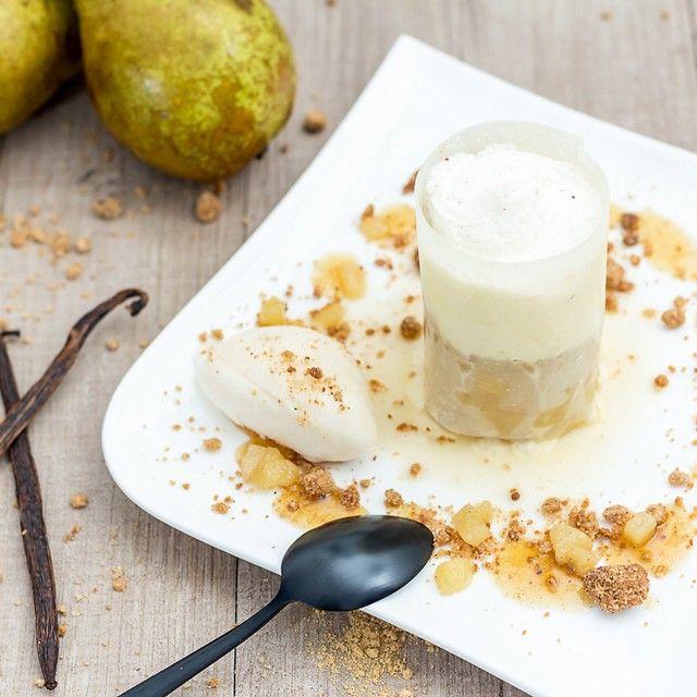 Es'poire de gourmandise  Tube de sucre garni d'une brunoise de poire au gingembre, d'un crumble châtaigne/noisette et d'une chantilly à la vanille, le tout accompagné d'un sirop poire/gingembre et d'une quenelle de poire à la vanille. http://www.sucredorgeetpaindepices.fr/non-classe/espoire-de-gourmandise/