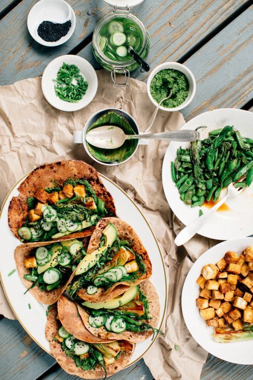 tinylifeofavegan: kate-loves-kale: Funky green tacos by Earth...