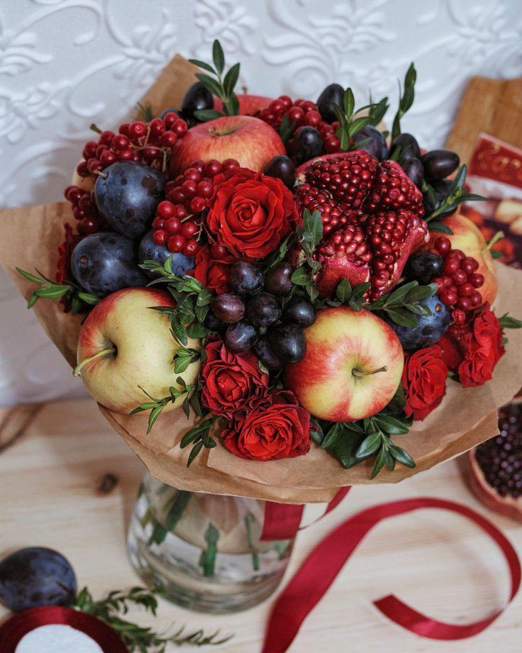 Букет с ароматом осени! Яблоко, виноград, слива, калина, гранат и роза - идеальное сочетание цвета!