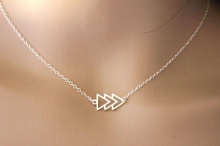 Collier géométrique en argent massif 3 triangles - collier ethnique - collier minimaliste - collier fin en argent - collier ras du cou de la boutique EmmaFashionStyle sur Etsy