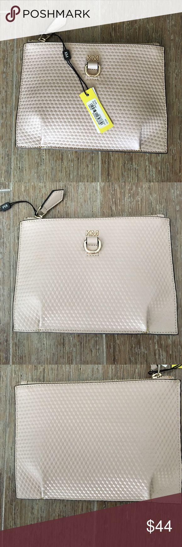 """Karen Millen Nude clutch bag NWT Karen Millen Nude clutch bag NWT. Includes dust bag. measures approx 6"""" x 8"""" Karen Millen Bags Clutches & Wristlets"""