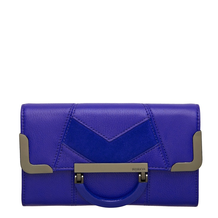 Feminine details meet clean minimalist lines in our Beatrix Kiddo Large Wallet.