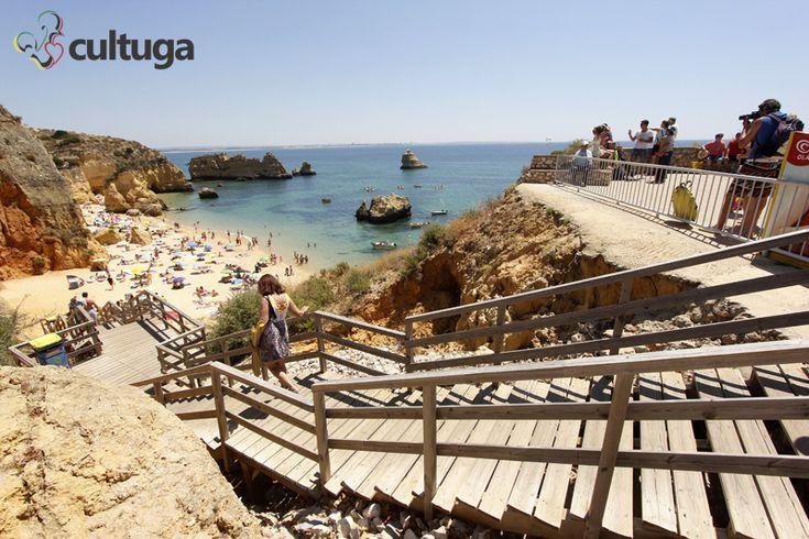 Descida para a Praia Dona Ana, em Lagos, na região do Algarve, em Portugal.
