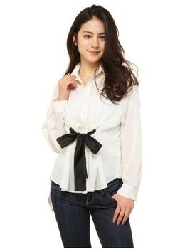 Ribbon blouse.