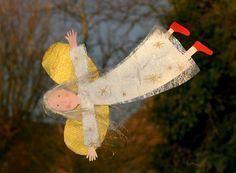 Basteln mit Kindern - Ideen für Weihnachten: In fast jeder Stadt finden in der Adventszeit Weihnachtmärkte statt. Besuchen Sie doch mal mit Ihrem Basteln mit Kindern - Ideen für Weihnachten: Den süßen Engel als Fensterschmuck können Sie in der Vorweihnachtszeit mit Ihrem Kind basteln. Damit lässt sich die Wohnung weihnachtlich schmücken. Die kostenlose Bastelanleitung finden Sie Schritt für Schritt hier bei uns.