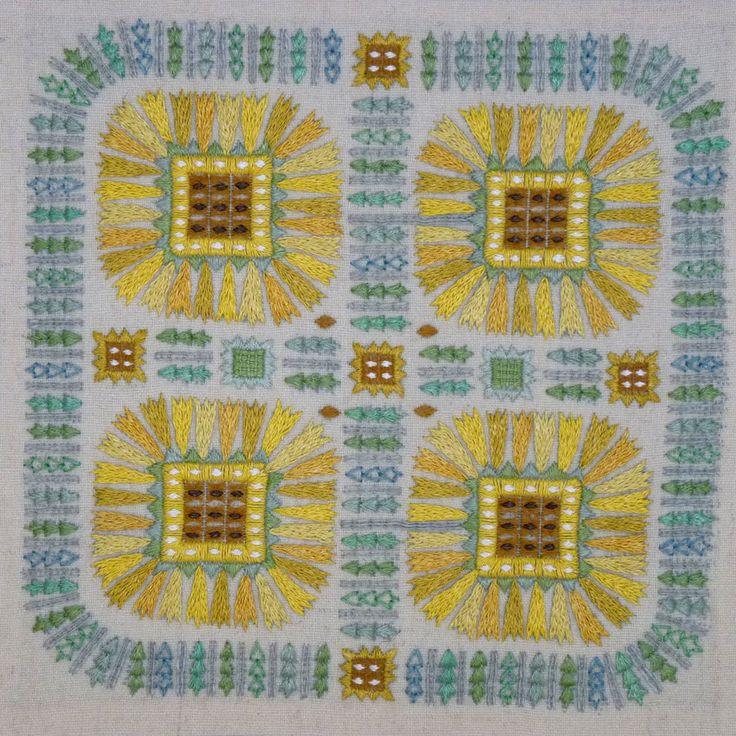 """Broderi / Embroidery """"Maskros i ring"""" design Ingrid Skerfe-Nilsson"""