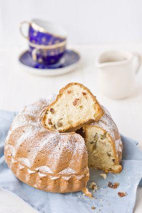Receita de Kugelhopf. Essa rosca doce, preferida de Maria Antonieta é uma receita especial e tradicional, de uma das regiões mais conservadoras da França, a Alsácia. Experimente!