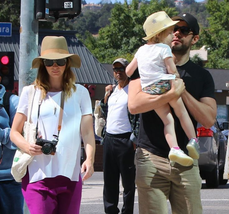 Pregnant Emily Blunt was seen with husband John Krasinski and daughter Hazel Krasinski at the weekly farmers market in Studio City in Los Angeles, California on May 22, 2016.