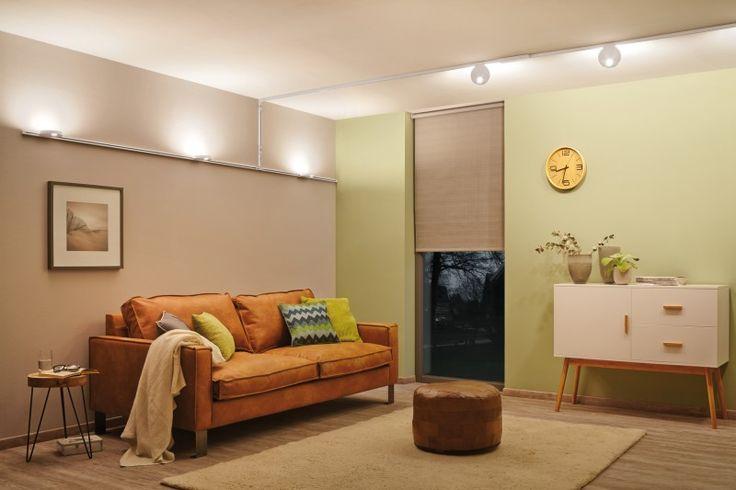 Ist Ihnen Ihre Zimmerdecke zu niedrig? Mit kleinen Tricks und etwas lichtplanerischem Geschick können Sie niedrige Decken höher wirken lassen. Los geht's!