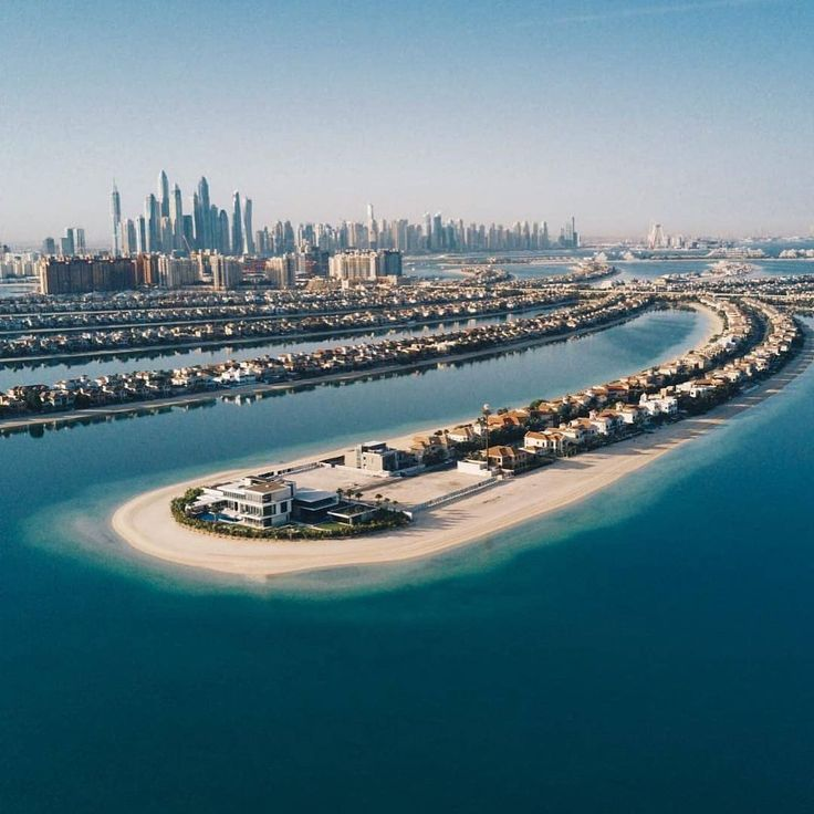 #DidYouKnow: The Palm Jumeirah, shaped like a palm tree consisting of a trunk and 17 fronds, is surrounded by a 7-mile-long crescent-shaped island which is home to many luxury #hotels and resorts that dot the archipelago, adding to #Dubai 40 miles of more gorgeous #beaches. Use #VisitDubai for a repost chance  @hotelsbygmr83  #Travelgram #PalmJumeirah #instatravel