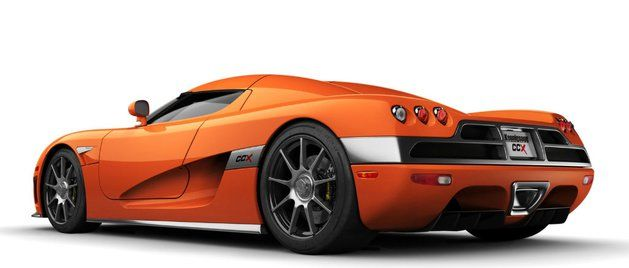 Koenigsegg CCX  Szwedzki pojazd wyposażony w 4,7 litrowy silnik V8 o mocy 806 koni mechanicznych jest w stanie przekroczyć barierę 100 km/h w 3,1 sekundy. Zanim na rynku pojawił się Veyron, CCX uważany był za najszybszy samochód świata. Podczas oficjalnych testów udało się osiągnąć prędkość 394,2 km/h. Niestety, produkcja modelu została zawieszona po dwóch latach od premiery.