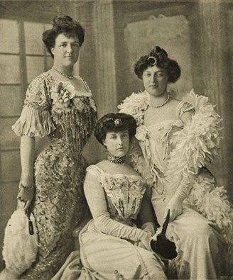As 3 irmãs Orléans - Amélia Rainha de Portugal; Isabel Duquesa de Guise ; Luísa Princesa de Duas Sicílias