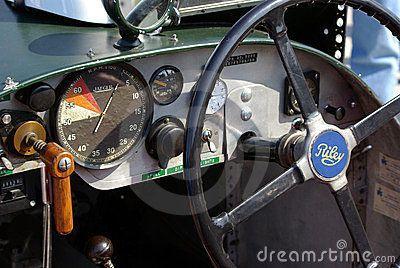 britisches-riley-laufendes-auto-von-den-dreißiger-jahren-23789906.jpg (400×268)
