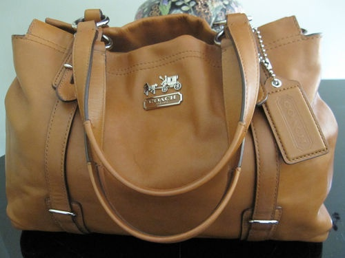 Coach MIA Tan Camel Leather Carry All Purse... I WANT!!!
