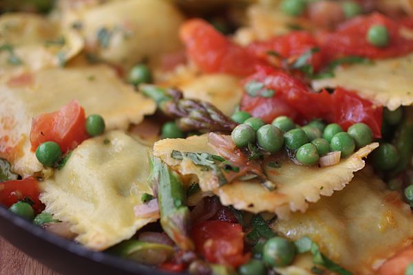 arugula & parmesan ravioli primavera. soooo making this for dinner ...