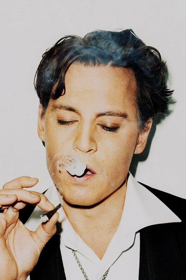 FreeiOS7   johnny-depp-smoking   freeios7.com