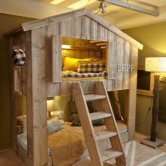 Een bijzonder bed voor de kinderkamer? In het buurthuis kun je niet alleen heerlijk slapen maar ook spelen! En altijd plek voor een logeetje!