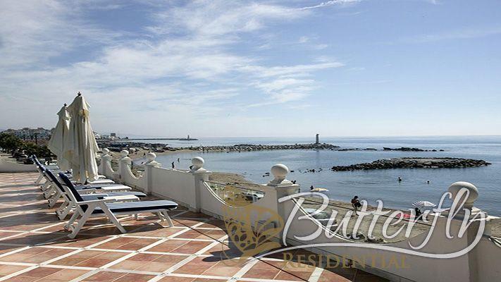 Luxury Beachfront Villa for Sale in Puerto Banús, Marbella, Costa del Sol, Spain. CLICK ON IMAGE FOR INFO & PRICE.