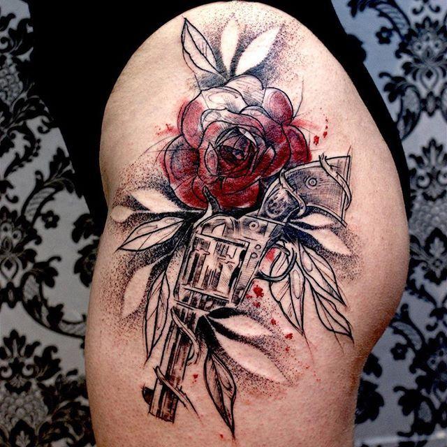 17 meilleures id es propos de tatouage de revolver sur pinterest tatouages d 39 armes feu - Tatouage pistolet femme ...