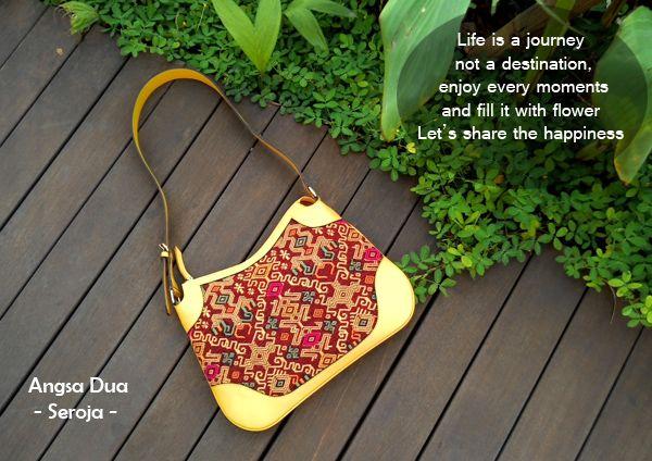 Tas tenun ikat cantik Angsa Dua.  Meggunakan kain tenun pahikung Nusa Tenggara Timur