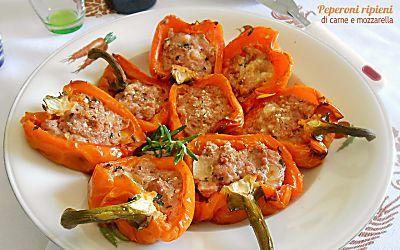 Peperoni ripieni di carne e mozzarella